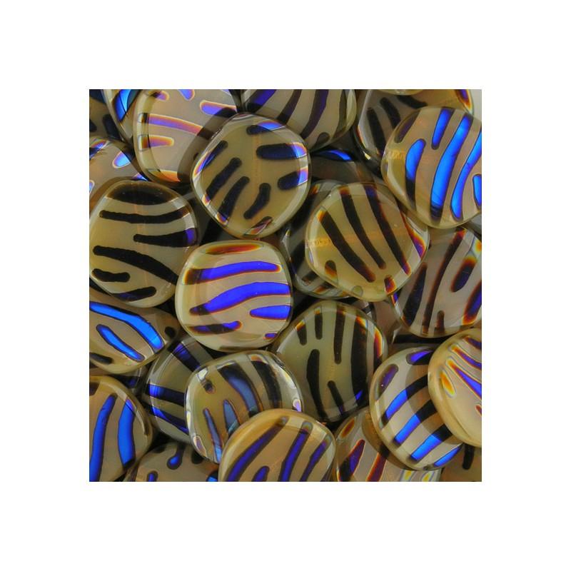 Tsekkiläinen litteä pyreähkö kolikko 20 mm, läpikuultava hiekanruskea/vacuum