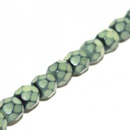 Tsekkiläinen pyöreä fasettihiottu Snake lasihelmi 4 mm, lime