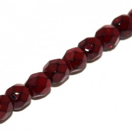 Tsekkiläinen pyöreä fasettihiottu Snake lasihelmi 4 mm, tummanpunainen