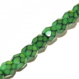 Tsekkiläinen pyöreä fasettihiottu Snake lasihelmi 4 mm, omenanvihreä
