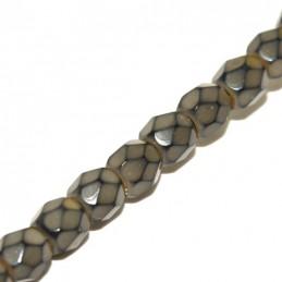 Tsekkiläinen pyöreä fasettihiottu Snake lasihelmi 4 mm, hiekanruskea