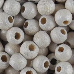 Preciosa pyöreä lakattu puuhelmi 4 mm, helmeilevä valkoinen