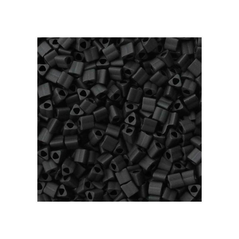 Toho siemenhelmi kolmio 11/0, opaakki huurrettu musta