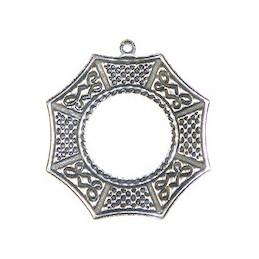 Trinity Brass intialainen ikkuna riipus 24,5 x 26,5 mm, antiikkihopeoitu (takapuoli)