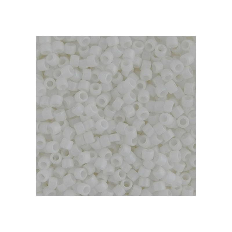 Toho Treasure 12/0, opaakki matta valkoinen